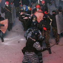 МВД: захваченный и избитый Майданом спецназовец Беркута освобожден