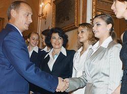 Путин с Кабаевой одновременно надели обручальные кольца - СМИ