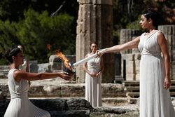 Зажжение олимпийского огня для Смочи-2014