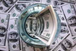 Пытаясь спасти рубль, Центробанк РФ 1 декабря продал 700 млн. долларов