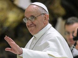 Папа Римский в 5.5 раз популярнее у французов, чем их президент