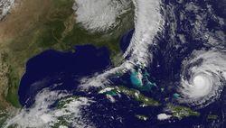 """Мощный ураган """"Гонсало"""" достиг Бермудских островов"""