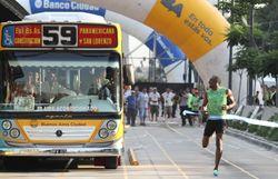 Опыт PR: Олимпийский чемпион Уссейн Болт играючи обогнал автобус