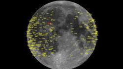 Огромных размеров метеорит протаранил Луну