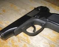 5-летний мальчик в Самаре ранил себя из найденного в кустах пистолета