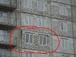 ВКонтакте опубликовали фото с выпавшей частью стены дома из-за урагана