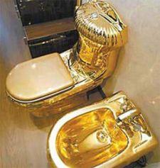 Последний писк киевской моды - тюнинг унитазов золотом