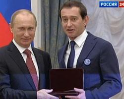 """Хабенский надел на встречу с Путиным значок """"Дети вне политики"""""""