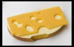 Ученые рассчитали, как приготовить идеальный тост с сыром
