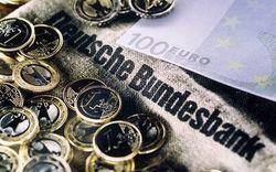 Курс евро торговался ниже 1,37 доллара на Форекс на фоне новостей о Бундесбанке