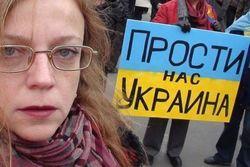 20 россиян, одетых в вышиванки, пришли к посольству Украины в Москве
