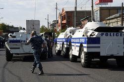 Вооруженные люди освободили двух заложников в Ереване