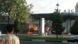 На автозаправке в Ташкенте загорелся автомобиль ГАЗ-24