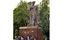 В Казахстане открыли памятник генералу из Узбекистана