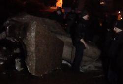 В Житомире свалили памятник Ленину