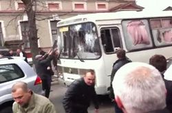 В Харькове произошло нападение на автобус с военнослужащими