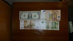 Курс рубля укрепляется к евро, но продолжил снижение к фунту стерлингов и канадскому доллару