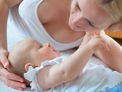 За грудное вскармливание матерям нужно доплачивать – ученые