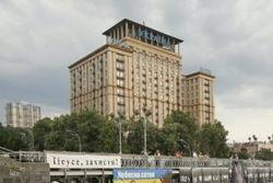 Майдан освободил здания в Киеве, но не все