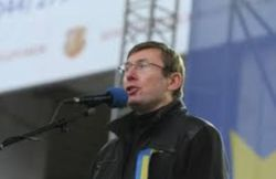 Гарантии Януковичу может дать лишь Тимошенко - Юрий Луценко