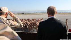 Путин принимает парад на авиабазе в Сирии