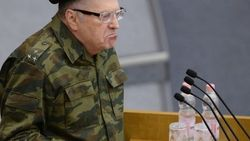Как на войне: Жириновский прибыл в Госдуму в военной форме