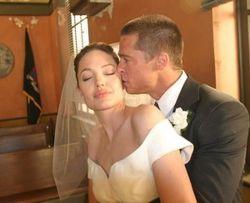 Брак Анджелины Джоли и Брэда Питта незаконен по юрисдикции США