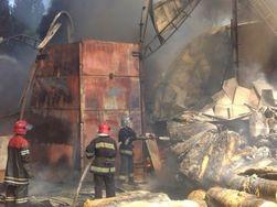 Под Киевом загорелись склад с пенопластом, АЗС и жилой дом