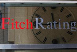 Агентство Fitch понизило прогнозы по рейтингам 24 банков и компаний России