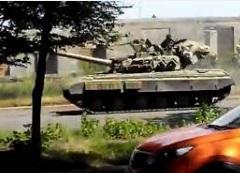 Ожидая штурма, ДНР маскирует в Донецке танки и «Грады»