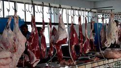 В Узбекистане распорядились кормить детей старым мясом из государственных запасов