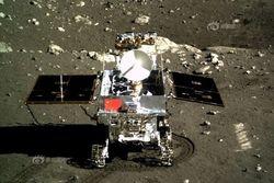 """Луноход Китая """"Чанъэ-3"""" сфотографировал Землю с Луны"""