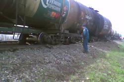 Катастрофа в Саратовской области: из 10-ти вагонов вылилась нефть