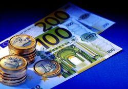Курс евро к доллару США на Московской бирже вырос на 5 копеек на Форексе