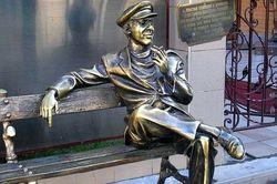 Памятник Остапу Бендеру открыт в украинском городе Кременчуг