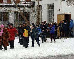 Отец парня, устроившего бойню в школе Москвы, не работает в ФСБ – источник