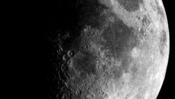 Будь Луна из сыра, она была бы в 1,5 раза больше сегодняшних размеров – ученые