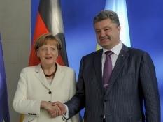 Порошенко и Меркель по телефону обсудили перемирие на Донбассе