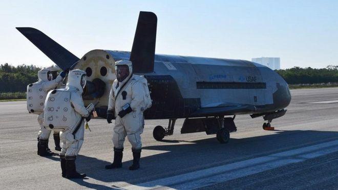 Суборибитальный самолет США вернулся после 2-х лет секретной миссии вкосмосе