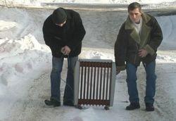 Луганчане готовятся к зиме без отопления, газа, воды и света