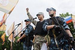 Террористы начали стрельбу в общественных местах Луганска