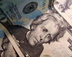 Курс доллара корректируется к иене на Форекс после роста к 6-летнему максимуму 110,07