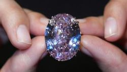 Бриллиант «Розовая звезда» побил рекорд цены для драгоценных камней