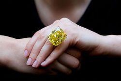 100-каратный желтый бриллиант ушел на торгах за рекордные 16 млн. долларов