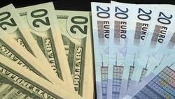 НБУ максимально снизил курс гривни к доллару и евро