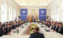 Саммит Пинчука: Глазьев против Порошенко о роли ЕС и Roshen