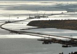 Под Славянском военные построили мост, восстановив автодвижение