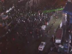 """На Майдане 5 тысяч человек ждут штурм и слушают """"Я убил шерифа"""""""