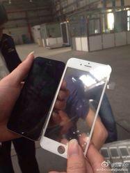 4,7-дюймовый iPhone 6 засветился на снимках с завода рядом с iPhone 5s