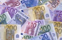 Евро дорожает, доллар - дешевеет. Какую валюту выбрать украинцу?
